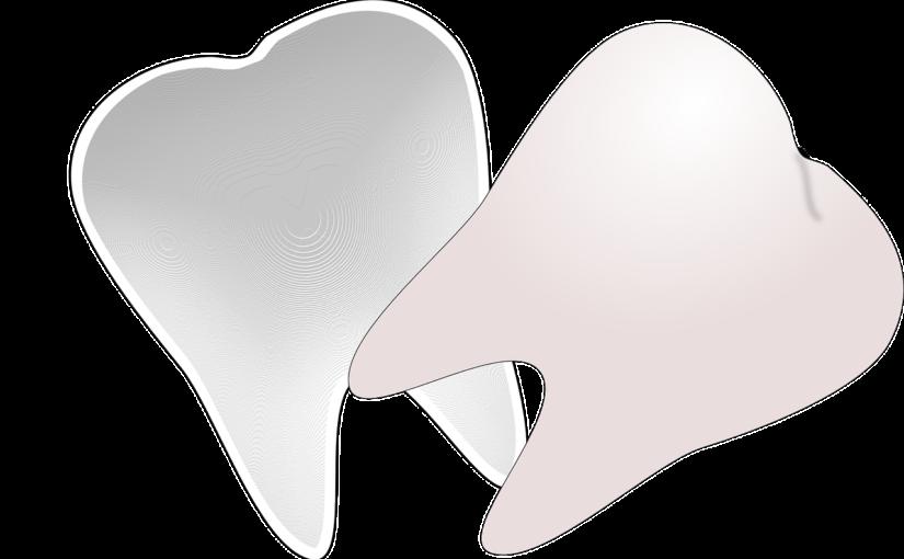 Ładne zdrowe zęby również godny podziwu cudny uśmieszek to powód do dumy.